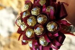 Новогодние подарки своими руками: делаем букет из конфет